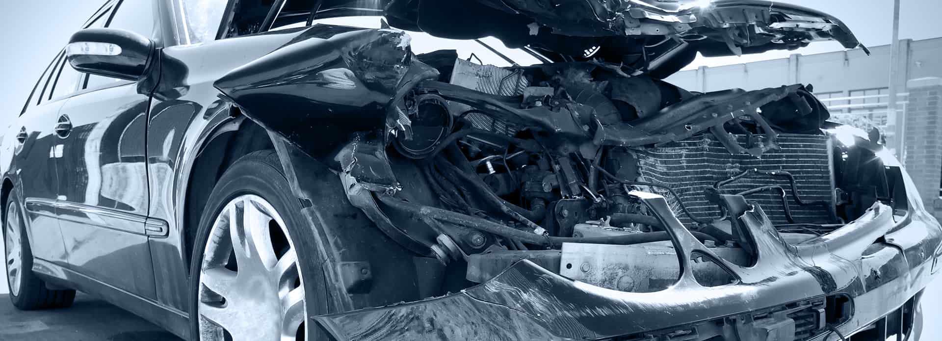Samochód zniszczony z przodu oddany do skupu samochodów powypadkowych w poznaniu